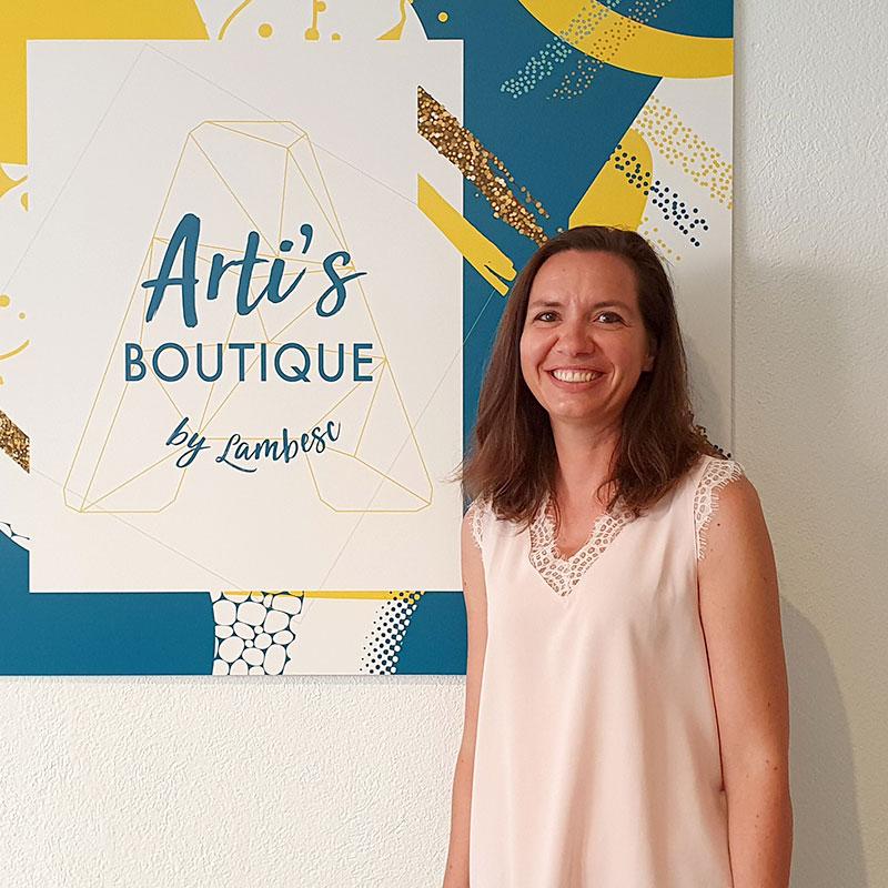 Caroline Gaillard (K-RO line Soleil ) confectionne des sacs pour enfants cousus entièrement à la main
